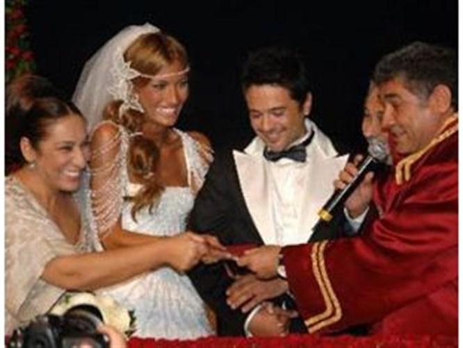 Canlı yayında evlendiler